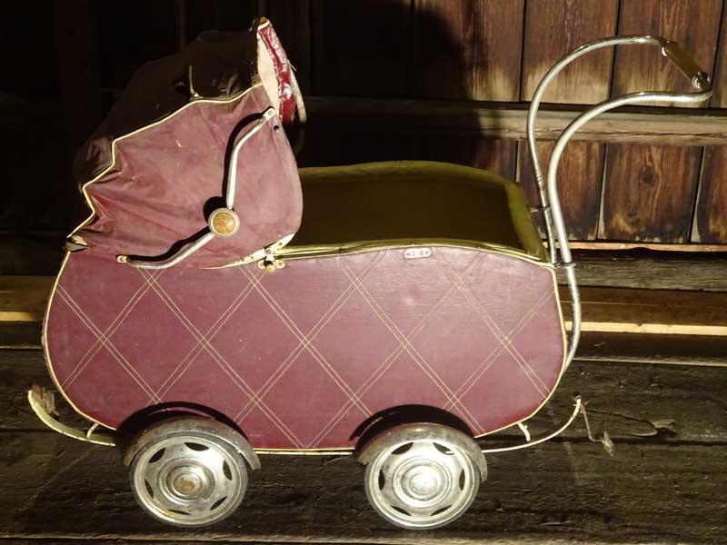 antiker-Kinderwagen